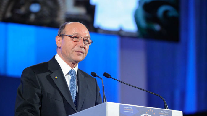 traian-basescu-opposition-can-win-from-firea-dragnea-conflict