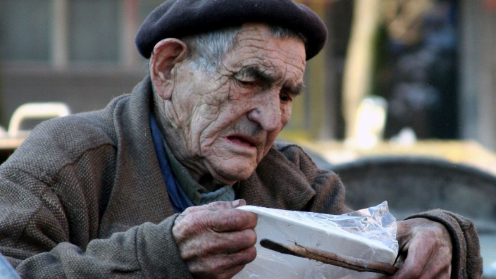 health-ministerromania-needs-community-centers-for-the-elderly
