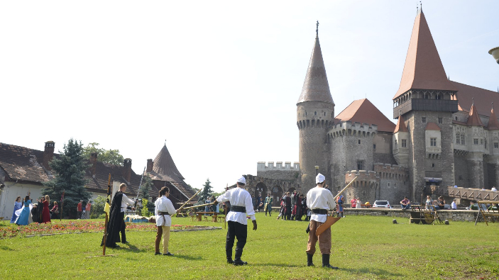 european-castle-fairhunedoara-26-28-may