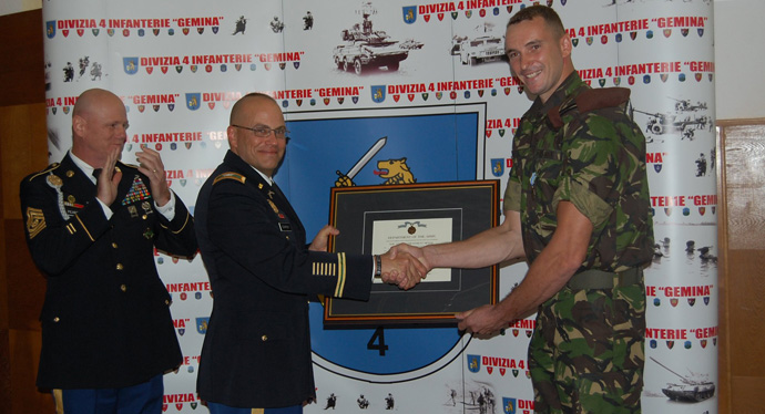 romanian-officer-awarded-us-army-achievement-medal-
