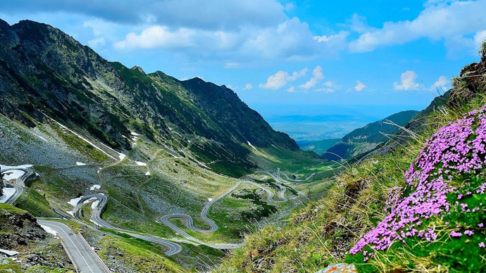 road-traffic-on-transfagarasan-now-open