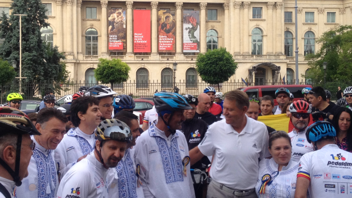 president-iohannis-at-the-pedalling-for-romania-bycicle-march