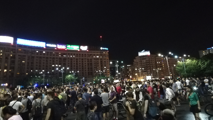 protests-in-victoria-square-in-bucharest
